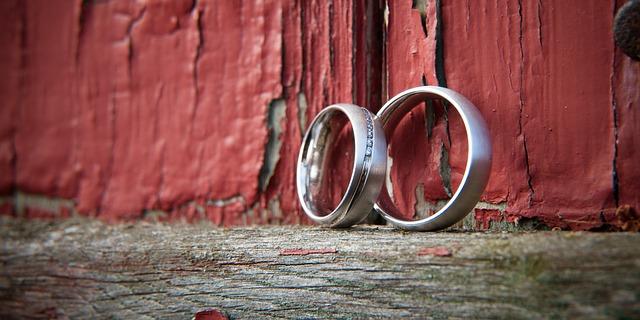 stříbrné svatební prsteny
