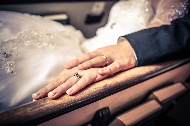 ženich, nevěsta, ruce, prsteny