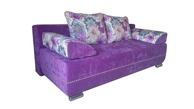 fialová sedačka, květovaný vzor