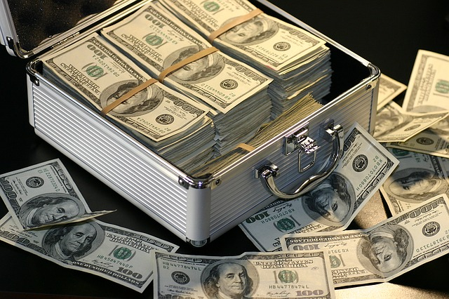 kufr s bankovkami.jpg